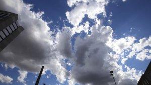 Núvols que amencen pluja al cel de Terrassa
