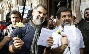 Òmnium i l'ACN reparteixen un milió de paperetes oficials de l'1-O durant la 'Marató per la Democràcia'