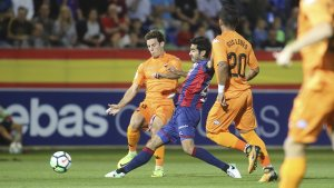 Ricardo en una acció contra un jugador local