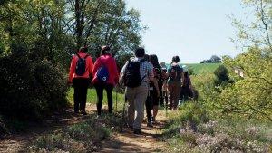 Un grup de persones caminant