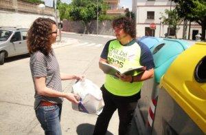 Un informador recorrerà la ciutat, fent campanya de proximitat parlant directament amb les persones que van a llençar els residus als contenidors.