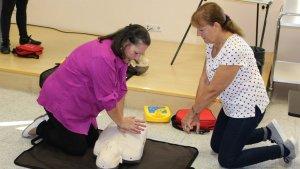 Un instant de la jornada de formació en reanimació cardiopulmonar al CAP Sant Pere de Reus