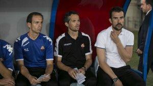 Yvan Castillo, Xavi Bartolo i Aritz López Garai a la banqueta de l'Estadio Juegos del Mediterráneo