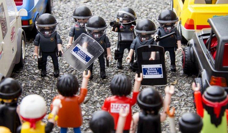 Recreació d'una manifestació amb agents dels Mossos.