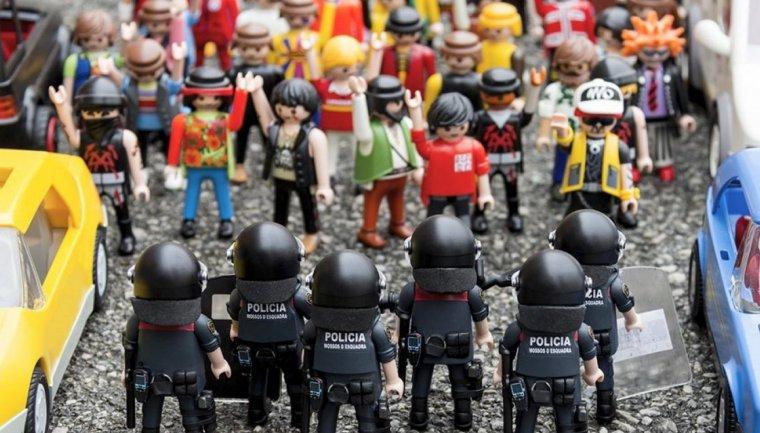 Agents de l'ARRO dels Mossos en una manifestació al carrer.