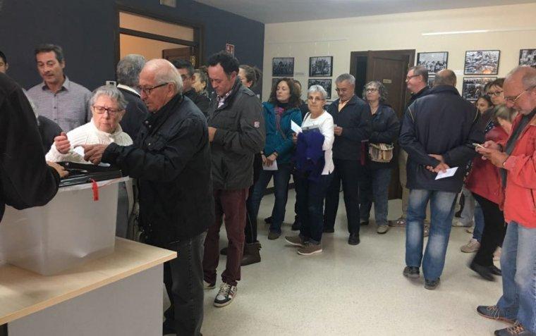 Cues per votar al municipi de Passanant i Belltall.