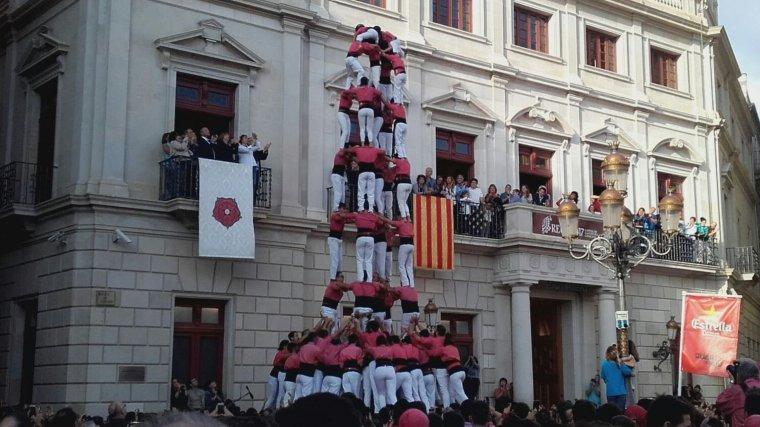 El primer 5 de 9 amb folre a la plaça Mercadal de Reus, de la Colla Vella.
