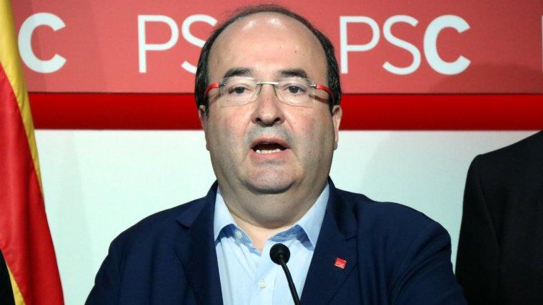 El primer secretari del PSC, Miquel Iceta, mentre ha llegit la declaració institucional del seu partit arran de l'1-O