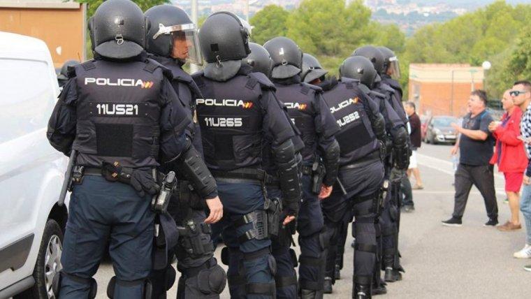 Imatge de la Policia Nacional en grup després de les càrregues policials de l'1-O