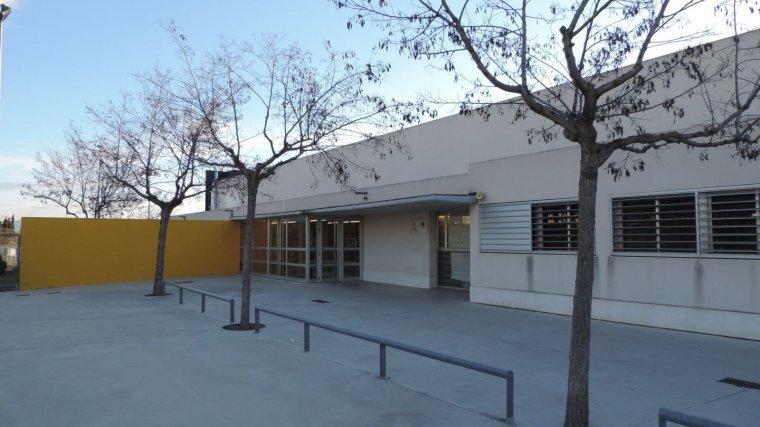 Imatge de l'exterior de l'Institut Antoni Ballester