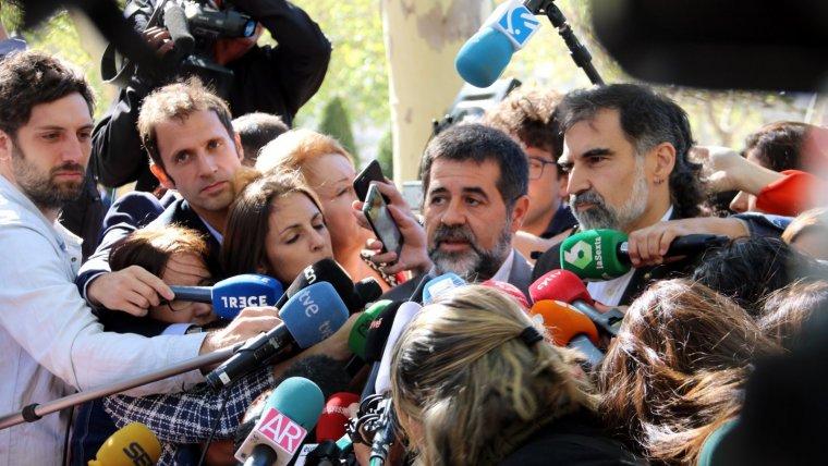 Imatge del president de l'ANC, Jordi Sánchez, atenent els mitjans de comunicació