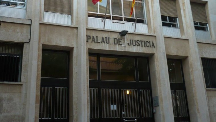 Imatge de l'entrada a l'Audiència Provincial de Tarragona
