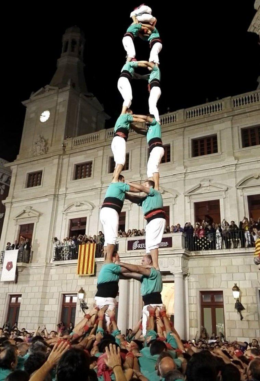 La torre de 8 sense folre dels Castellers de Vilafranca, la primera que veia Reus.