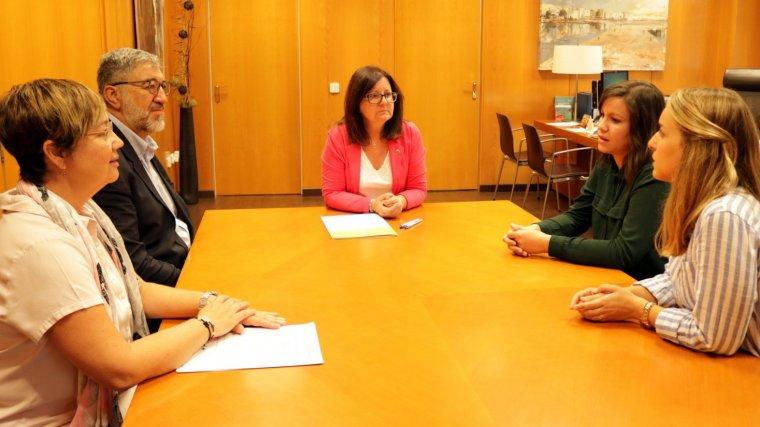 Signatura del conveni entre l'Ajuntament de Cambrils i el Centre de psicologia TIP