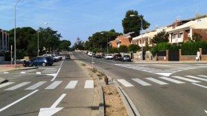 Alguns canvis en la senyalització del carrer del Castell d'Almansa a Vilafortuny.