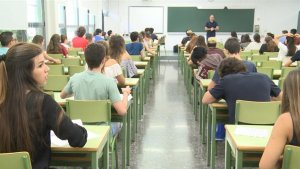 Alumnes a l'Escola Oficial d'Idiomes