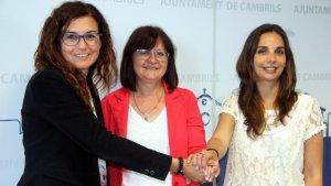 Dalmau (PDECat), l'alcaldessa Mendoza (ERC) i Ana López (PSC), en la presentació del pacte de govern.