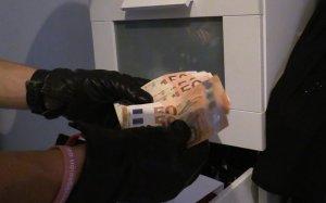 Diners intervinguts pels Mossos en un operatiu contra una banda que assaltava empresaris