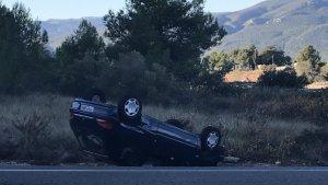 El cotxe accidentat a l'N-240.