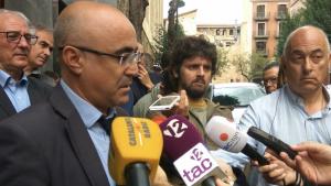 El delegat Oscar Peris davant de la delegació del Govern a Tarragona, aquest migdia.