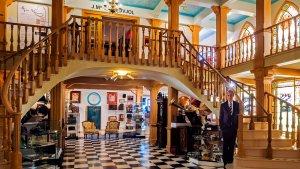 El museu es troba a l'espai de la Roca Foradada, i és un dels grans atractius de Roda