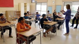 Els alumnes a la nova classe de 1r d'ESO de l'institut-escola Mediterrani.
