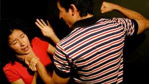 Els Mossos alerten de la normalització de certes conductes masclistes entre els joves.