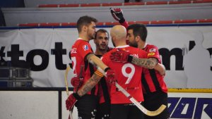 Els reusencs, celebrant un dels gols del matx