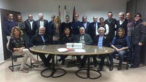 Foto de família de la nova Junta Directiva del Reus Deportiu amb els membres de la Junta Electoral