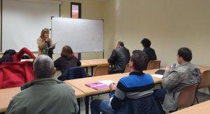 Imatge d'arxiu d'un curs de català bàsic en una aula de Concactiva.