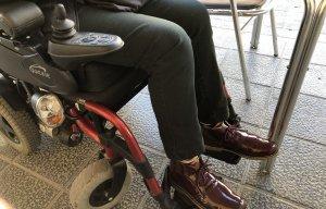 Imatge de la cadira de rodes elèctrica que utilitza la Isabel