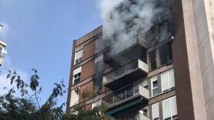 Incendi al carrer Saragossa de Barcelona
