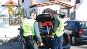 La Guàrdia Civil amb els quilos de cítrics furtats