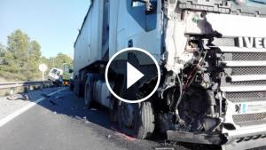 L'impacte en el camió, molt visible.