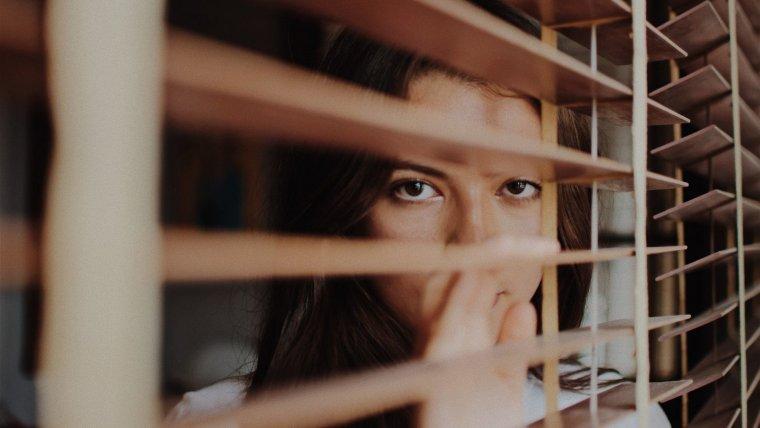 Paranoia (trastorno delirante): qué es, síntomas, causas y tratamiento
