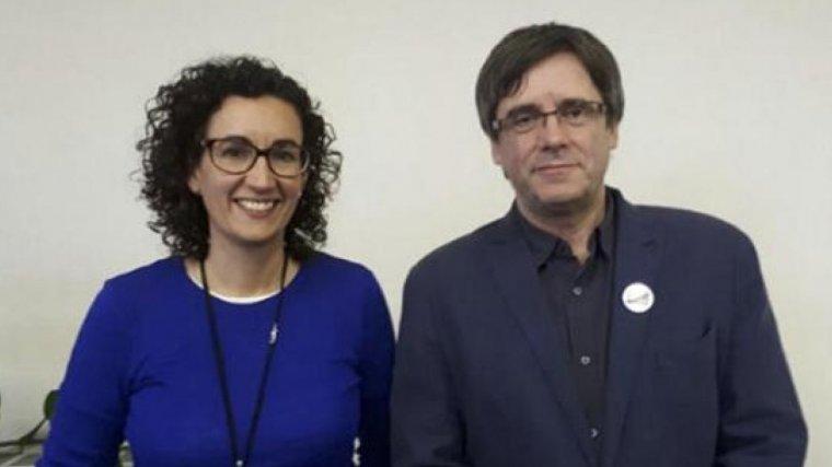 Carles Puigdemont con su nuevo corte de pelo, junto a la secretaria de ERC Marta Rovira