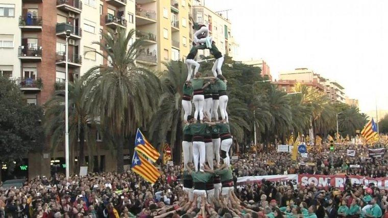 El 4 de 7 amb l'agulla dels Gausacs a la manifestació.