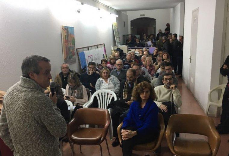 El local de l'Associació de Veïns del barri de Sant Ramón va quedar petit durant l'acte de presentació de campanya de Junts per Catalunya