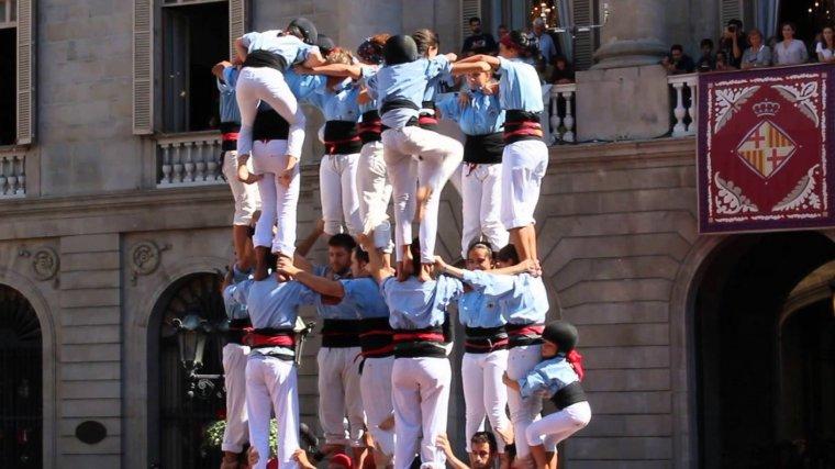 Els Castellers del Poble Sec celebren la diada de Tardor.