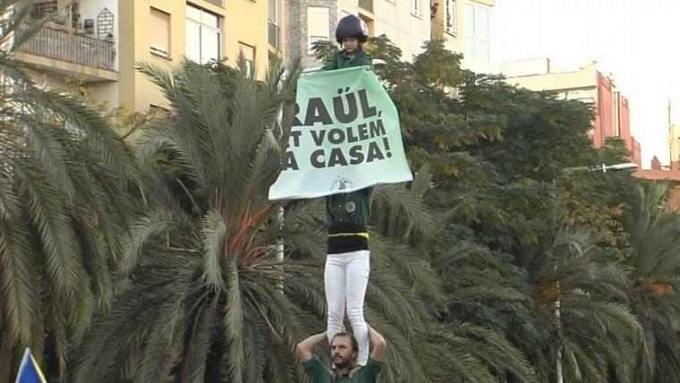 Pancarta dels Gausacs demanant l'alliberament de Raül Romeva.