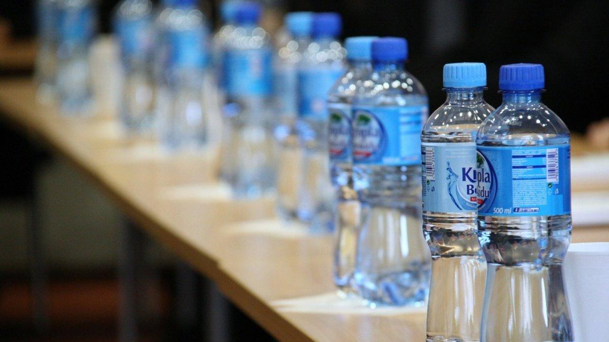 para que sirve el agua mineral con gas