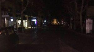 Alguns carrers es troben a les fosques durant la nit a la Torre