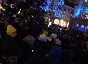 Assistents a l'acte espontani a la Grand Place de Brussel·les per reclamar 'llibertat' i 'independència'