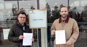 David Aguinaga i Javier González amb el recurs presentat a la Junta Electoral
