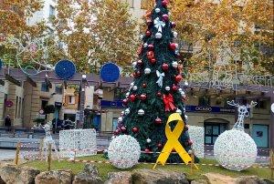 El llaç groc ja llueix al Pati en solidaritat amb els consellers i els Jordis.