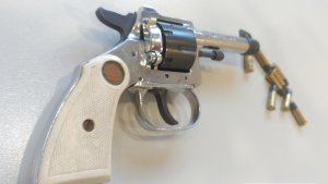 El revòlver que tenia el lladre.
