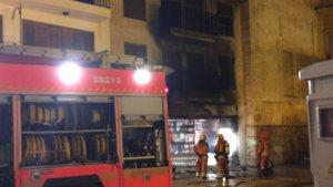 Els Bombers sufocant les flames