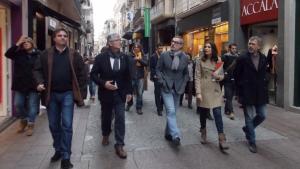 Els candidats de Ciutadans per Tarragona, en un passeig pel centre de Reus, aquest dijous.