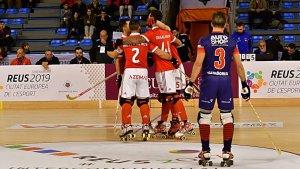 Els jugadors del Benfica, celebrant un dels set gols marcats