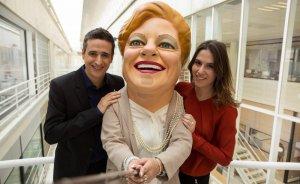 Els presentadors Lluís Marquina i Candela Figueras junt amb la Grossa